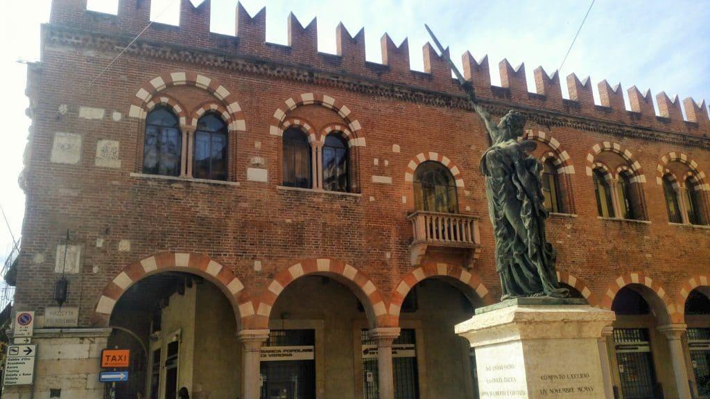 Casa-dei-Mercanti-Verona