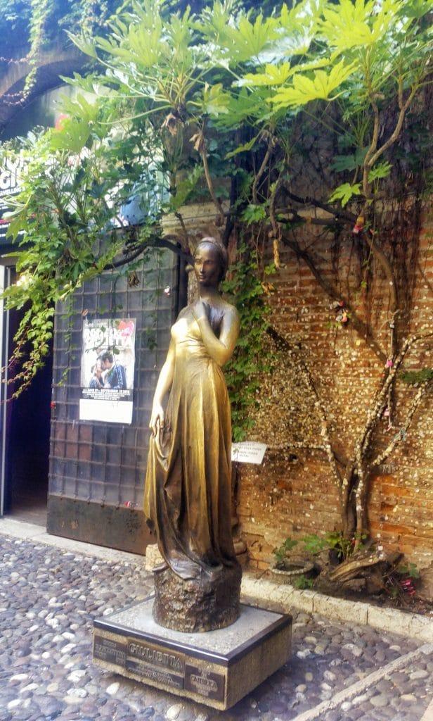 Statua-Giulietta-Verona