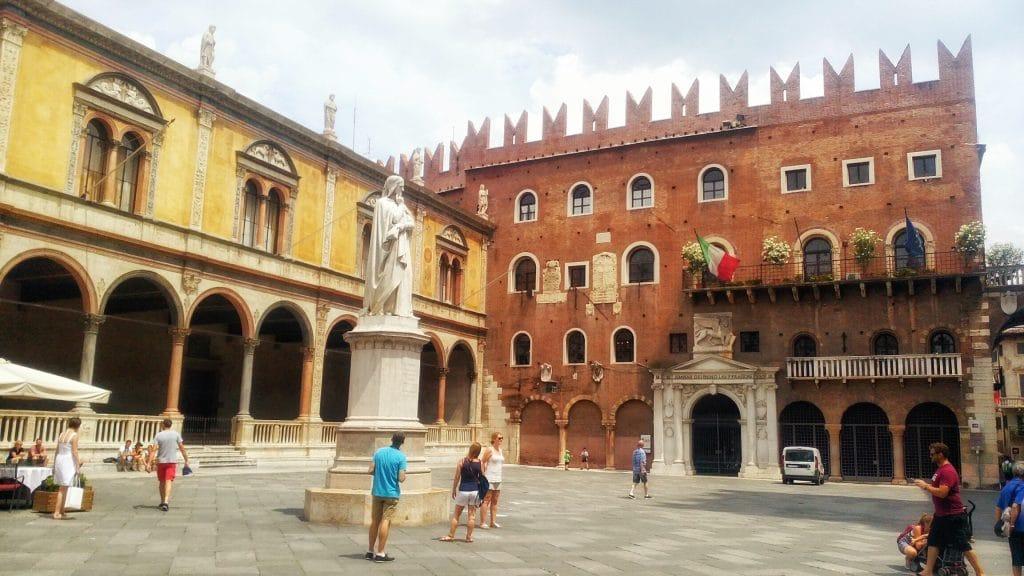 Piazza-Dante-Verona