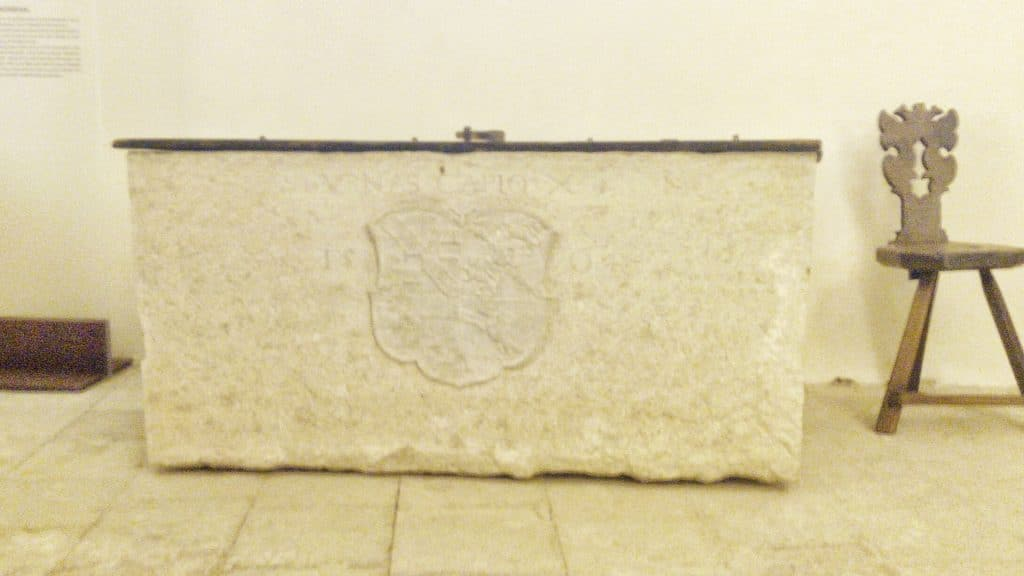 Granaio-sala-guardie-thun