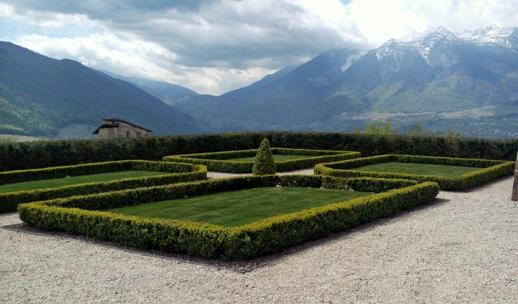 giardini-castello-di-thun