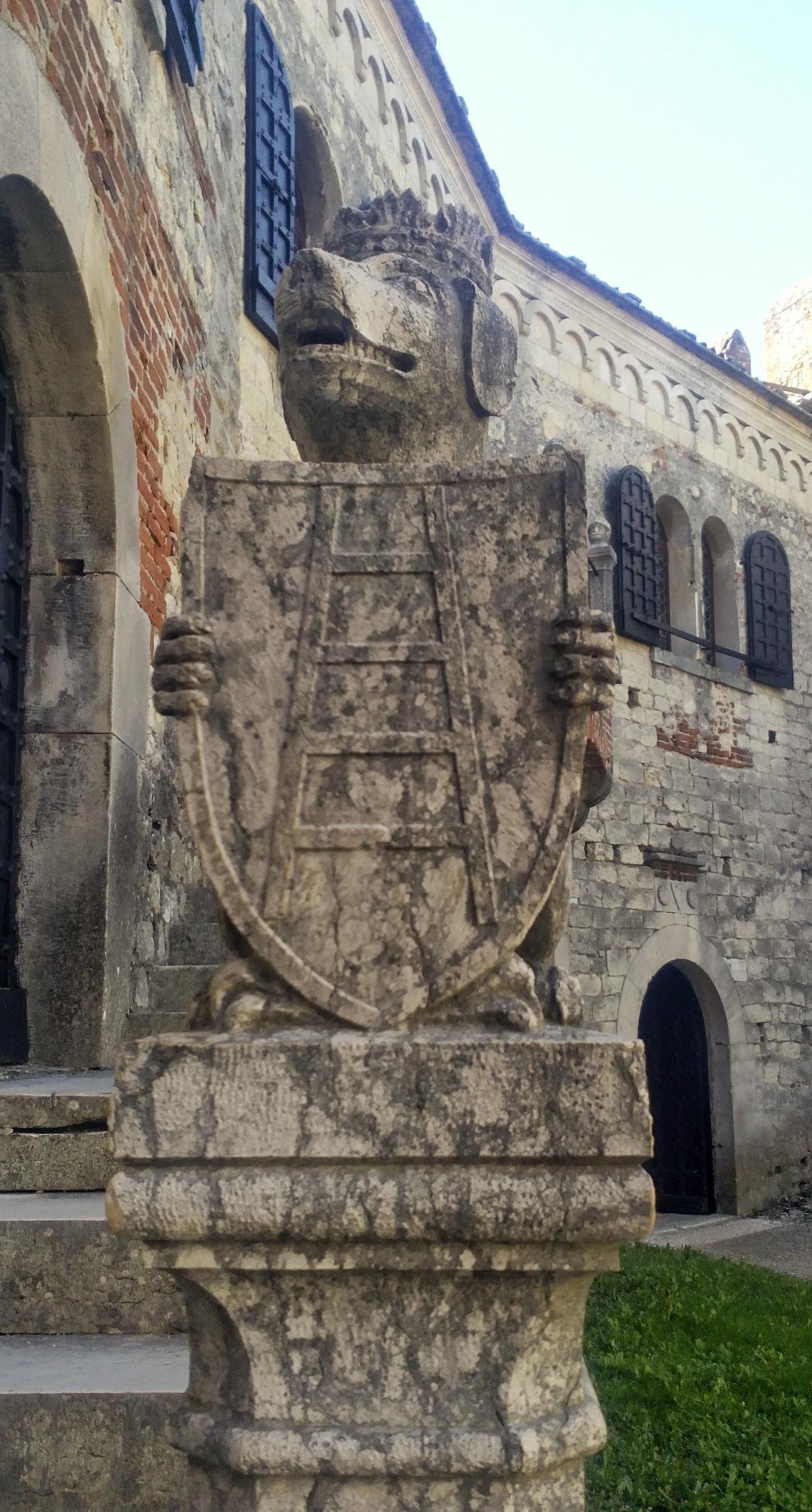 Il Castello medievale di Soave: borgo antico e suggestivo ...