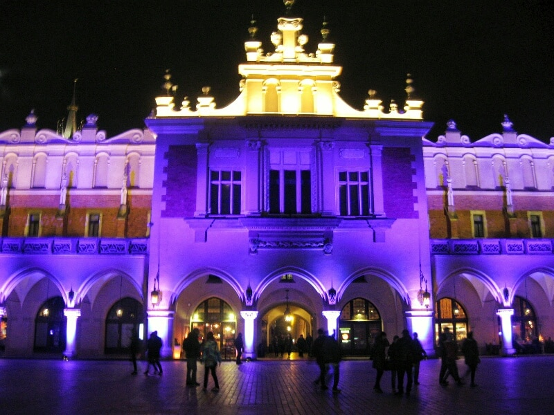 Sukiennice-night-Cracovia