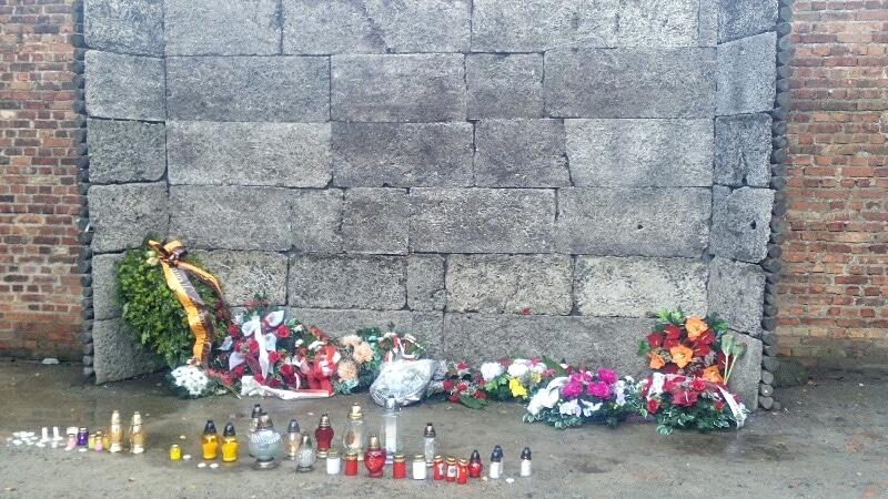muro-della-morte-auschwitz