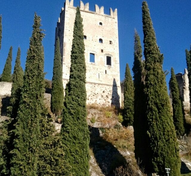 Castello di Arco in Trentino: un romantico dipinto