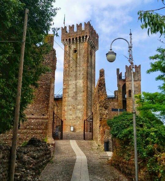 Castello Scaligero di Valeggio sul Mincio: storia e leggenda